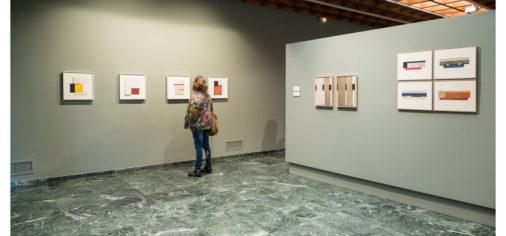 "S. 14 oct – 17.30 h // Visita guiada: Descubre… ""Estrada. Pinturas, relieves, collages"""