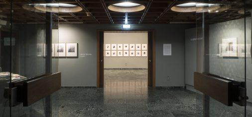 """S. 23 feb, 12.00 h // Visita guiada """"Descubre… La plenitud del vacío. Juan Ariño, pintura / Héctor Jácome, fotografía"""""""